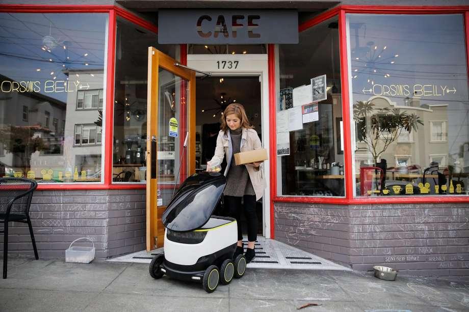 Робот по доставке еды